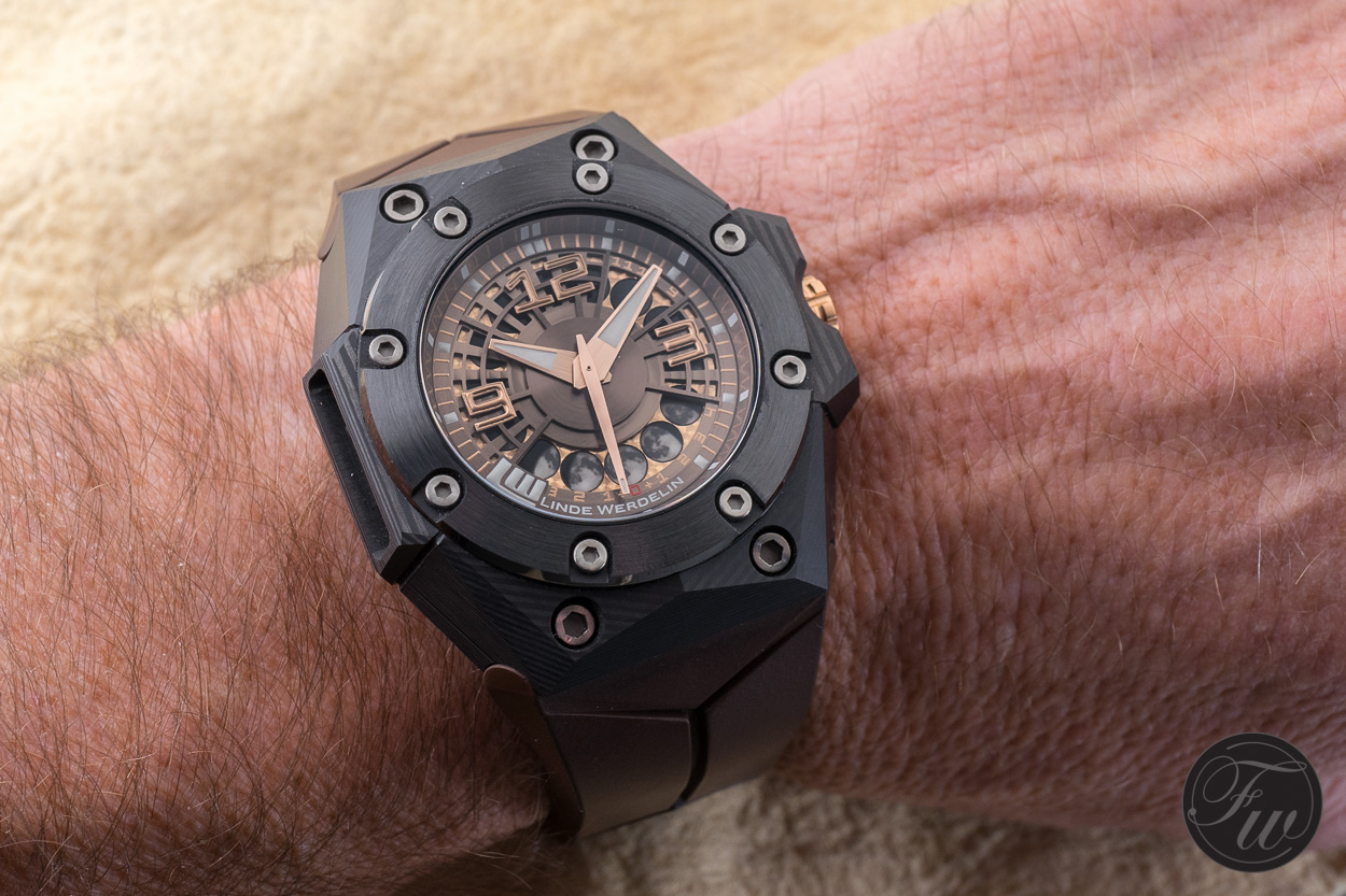 Linde Werdelin Oktopus Moon Carbon Hands-On Watch