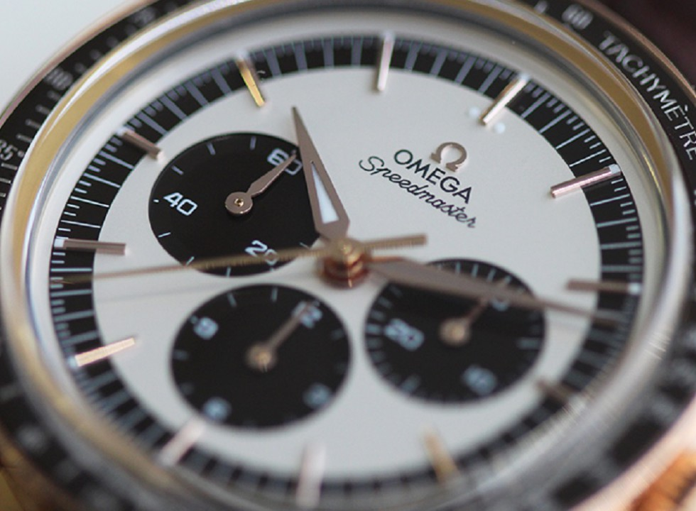 """Reviewing OMEGA Moonwatch """"First Omega In Space"""" Sedna Gold Numbered Edition"""
